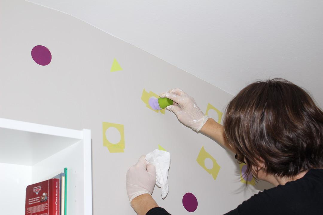 peindre des ronds sur un mur idees et creations graphiques. Black Bedroom Furniture Sets. Home Design Ideas